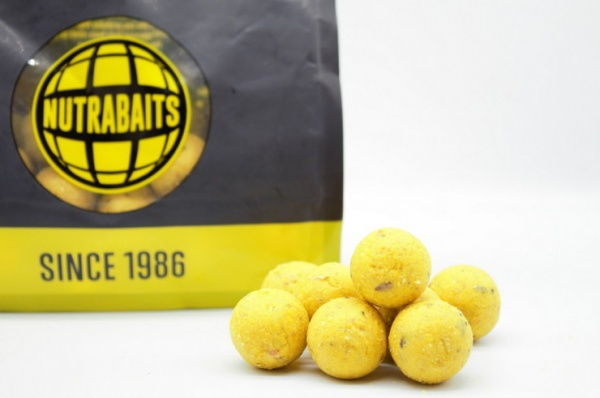 Nutrabaits PineappleBanana 15mm Shelf Life Boilies1kg